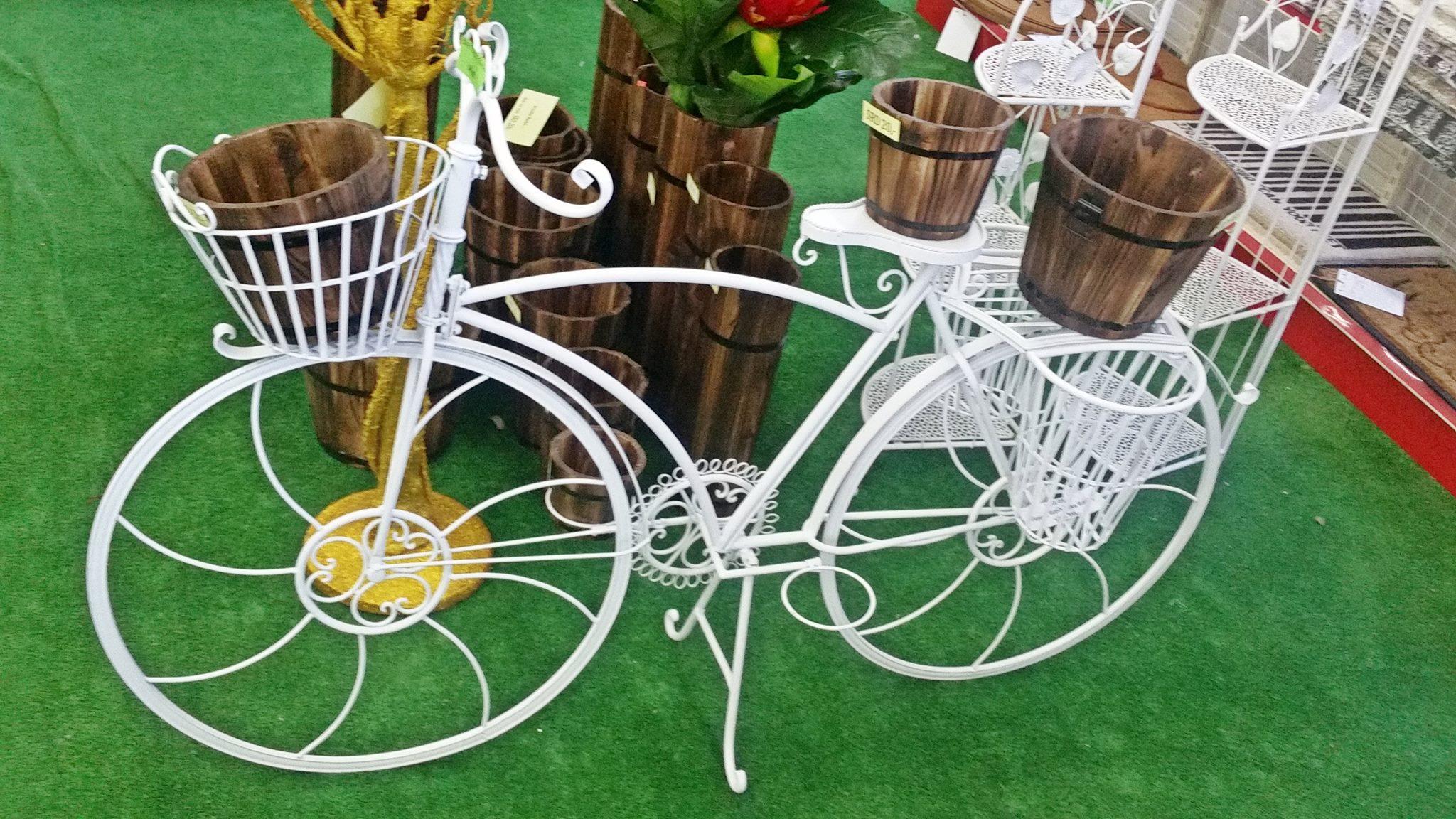 Metalen fiets bloemenrek rudisa woninginrichting for Metalen decoratie fiets