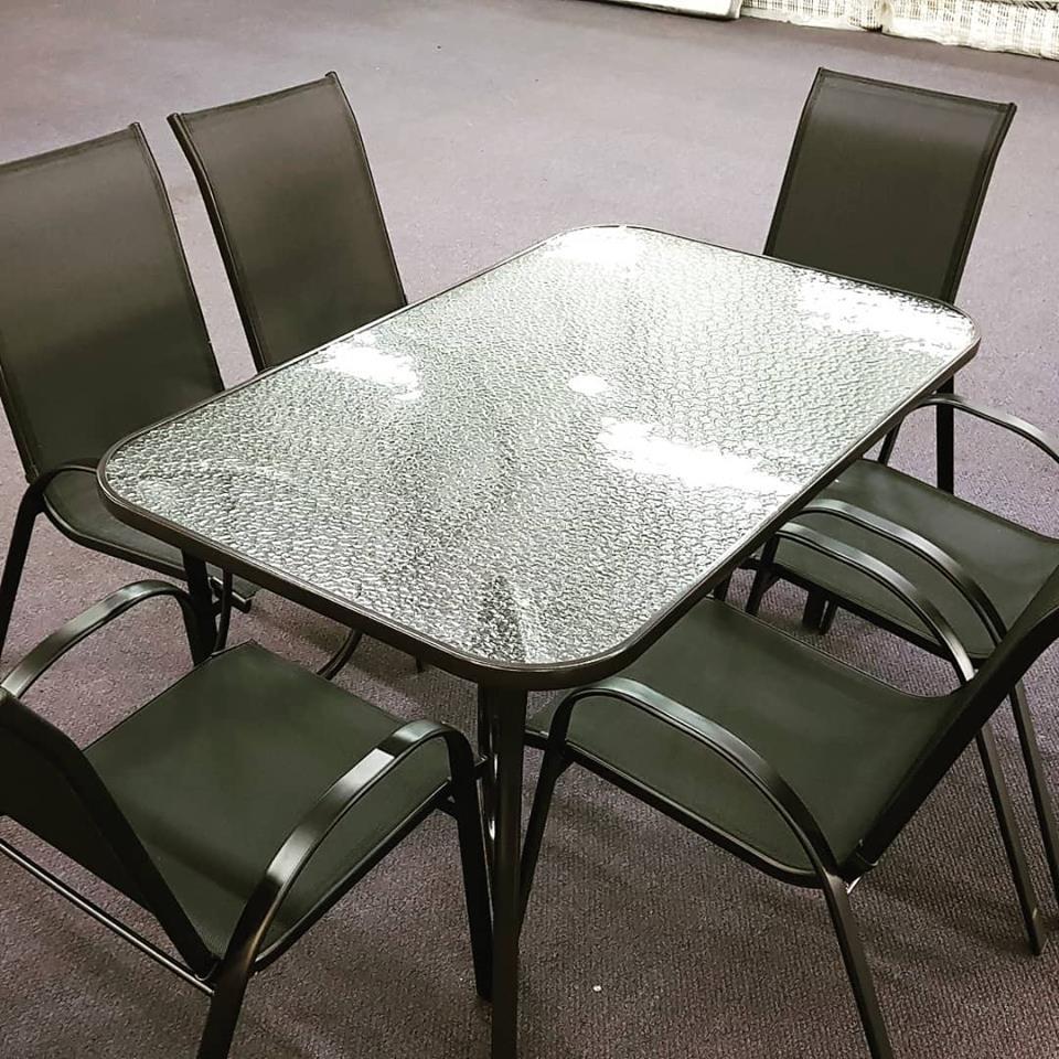 Rechthoekige Glazen Tafel.Metalen Terras Set Met Rechthoekige Tafel Met Glazen Blad En 6